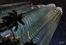 Petronas Twin Towers / Petronas Twin Towers are skyscrapers in Kuala Lumpur, Malaysia.