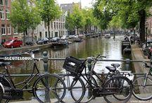 Kraje Beneluxu / Wczesną jesienią zorganizowaliśmy wycieczkę do Krajów Beneluxu dla pracowników firmy z branży mieszkaniowej. W przemiłej atmosferze w drodze do Holandii zwiedziliśmy Hannover. Natomiast głównym daniem był Amsterdam, Haga, Madurodam i Rotterdam. Kolejne dni to zwiedzanie stolicy Belgii i całej Unii Europejskiej - Brukseli oraz wizyta w jednym z najmniejszych państw na naszym kontynencie - Luksemburgu! Pogodę mieliśmy przepiękną, tak więc i odwiedzane miejsca zaprezentowały się idealnie :)