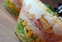 Grillen und Salat