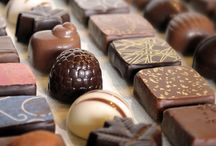 Bombon & Chocolate / A csokoládé nagyon finom, mint azt mindenki tudja. Nagy élvezetet jelent számunkra a fogyaszása. Szerintem mindenki fogyassza is amikor csak teheti. Mostanra már az is megdőlt, hogy nagyon hízlal. Jó az idegeknek is és sok boldogság hormont szabadít fel. :-)