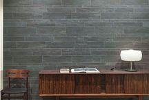 Board Collection / Interpreta in cinque nuances il timbro materico e la texture dell'arte sia naturale riprodotta dalla perfezione della tecnologia ceramica