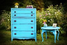 7 Common Mistakes To Avoid When Refinishing Your Antique Furniture / Knowing these antique #furniturerefinishing mistakes can help you decide hire an expert!