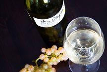 Vinos / Nuestros albariños Rías Baixas y licores se elaboran con uvas certificadas al amparo del sistema de producción integrada, el máximo nivel de producción ecológica sostenible en Galicia.