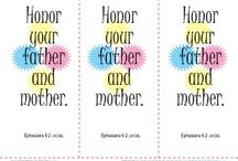 Quick Mother's Day Printables / Looking for a quick printable activity for Mother's Day? We have you covered. Printable bookmarks, color pages and even adorable Mother's Day cards. Click, print, done!