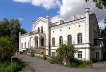 Rodele - Pałac / Pałac w Rodelach wybudowany w latach 1859-1861 w stylu eklektycznym jako siedziba pruskiego rodu von Alvensleben. W rękach Alvenslebenów dobra pozostały do początków 1945 roku, a ostatni z właściciele uciekli z pałacu przed zbliżającą się ofensywą wojsk radzieckich. Po wojnie w pałacu znajdowały się mieszkania i biura pracowników utworzonego w Rodelach PGR-u.  W 2001 pałac wraz z kompleksem parkowym przeszły w ręce prywatne i obecnie pozostają utrzymane w dość dobrym stanie.