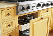 Kitchen Organization / Ways to organize and maximize cabinet, pantry, and drawer space.