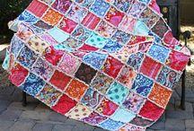 Quilt & Patchwork Ideen / Bei der Stoff-Schmie.de gibt es Test-Stoffe ab 20x20cm bedruckt mit eigenen Mustern und Motiven. Ein Traum z.B. für den eigenen Foto-Qilt oder die eigene Foto Patchworkdecke. Viele nutzen übrigens den Baumwoll-Klassiker oder die Reine Baumwolle für ihre Foto Patchwork Decken.