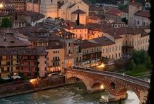Verona / Sophia explores the city of Giulietta and Dante. Discover who she walks with her when she returns to the home town of her Italian Professor, la Signora.