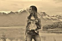 Photography/Modeling / Our gorgeous models and Alaska's amazing scenery - what could be better?!