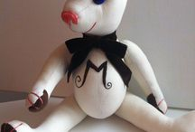 Teddy Bears with your initial embroidered / What a nice gift! Your first initial embroidered in a Teddy Bear belly...
