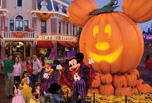 Disneyland - When To Go / Tips on when to go on your Disneyland vacation.  / by Couponing to Disney