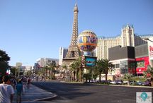 Las Vegas / Las Vegas é mundialmente conhecida pelos seus cassinos. No entanto, a cidade tem muito mais a oferecer. Na Las Vegas Boulevard que é a principal avenida da cidade conhecida como Strip encontram-se os mais famosos cassinos como o Bellagio, Caesars Palace, Stratosphere, The Venetian, entre outros // Las Vegas is The Entertainment Capital of the World, and is famous for it's mega casino–hotels.
