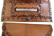 Accessori in cuoio lavorati a mano / Accessori uomo e donna in cuoio decorato e bulinato