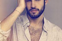 HOMBRE: barba y bigote corto
