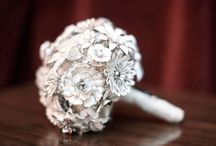 Brooch bouquets - white