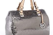 Love that bag / by Misty Dunbar