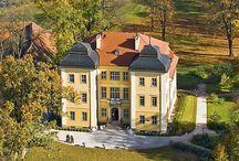 Łomnica - Pałac / Pałac w Łomnicy wzniesiony (a w zasadzie przebudowany) w latach 1838 - 1844 dla rodziny Kusterów. Obecnie jest to hotel.  Palace in Łomnica raised (and in principle rebuilt) in years 1838 - 1844 for the family Kuster. At present it is hotel.