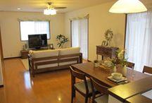 床 チェリー色 インテリア / 新居のチェリーブラウン色の床に合う家具選び