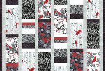 Rouge noir gris et blanc