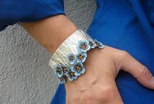 Contemporary jewelry with flowers