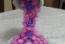 cascata de flores com xicara