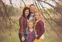 family look / Фотографии для примера как одеться на семейную фотосессию. Главное гармония цветов, стилей. Не нужно одеваться всем в одинаковые футболки и джинсы, пусть комплекты будут более сложные, многослойные.  Так же уделите вниманию обуви, аксессуарам. Самые удачные цвета для съемок - белый, бежевый, серый, черный, бледно голубой, бледно розовый, светло желтый