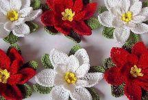 Horgolt Karácsonyi dekor / horgolt gyertyák, virágok apróságok, a Karácsony jegyében