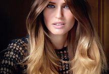 Ombre /  Klassiskt ljusare hår mot längder och toppar men en djupare botten. Infärgningen skapas horisontellt på håret och fadas efter dina önskemål