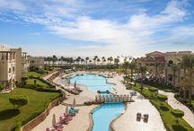 Sharm el Sheikh - renumita stațiune din Peninsula Sinai, Egipt / Cu zile însorite și ape calde pe tot parcursul anului, Sharm El Sheikh este cea mai apropiată destinație de Europa, unde vă puteți bucura de soare, înota alături de recife de corali uimitoare, bucurându-vă de momente unice în cadrul celor mai luxoase hoteluri.