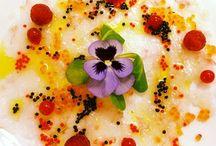 Gastronomía Moon / Aperitivos fríos y calientes, entrantes, platos principales y postres de parte de nuestra Gastronomía