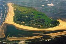 Schiermonnikoog / Schiermonnikoog is een autovrij vakantie eiland en al vanaf 1989 een Nationaal Park.