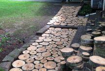 caminho com bolacha de madeira