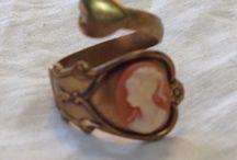 """Anillos / Anillos realizados por """"El Joyero de Rosa"""" con materiales antiguos y procedentes de viajes, rastros..."""