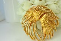 Brooch ~ Gold  MONET , TRIFARI  & Co.
