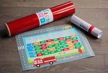 Tablica magnetyczna dla Dzieci / Tablica motywacyjna  Ma na celu zmotywować nasze dziecko oraz nas do systematyczności. Jest to tablic, która przez zabawę uczy jak poprawić zachowanie naszego dziecka. Jak pokazać mu, że codzienne obowiązki nie muszą być nudne.
