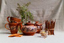Гончарні вироби з глини ручної роботи - глиняний посуд / Глиняні вироби косівських майстрів, керамічна посуда, керамічні тарілки, чашки, баняки, глечики, керамічні скульптурки тощо