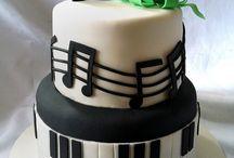 Sweet 16 guitar cake / Cakes