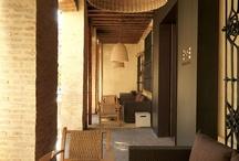 """CAFÉ TERRAZA """"20 PASOS"""" / Para relajarse con un café y disfrutar de las mejores vistas desde su terraza a pie de calle./ To relax with a coffee and enjoy the best view from its streetside terrace."""