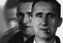Bertolt Brecht / Μη χαίρεστε που σκοτώσατε το κτήνος. H σκύλα που το γέννησε ζει και είναι πάλι σε οργασμό. (σχολιάζοντας τους πανηγυρισμούς μετά το τέλος του Β' Παγκοσμίου Πολέμου)