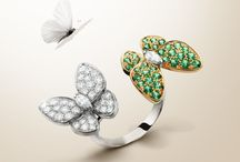 Two Butterfly in Tsavorite & Between the Finger Ring / The Two Butterfly collection takes on an air of Spring including new creations sets, with tsavorite garnets that combine freshness and sparkle. Emblematic signatures of Van Cleef & Arpels, the Between the Finger™ Rings offer different ways of being worn delicately on the hand.