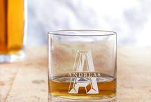 WHISKYGLÄSER   tolle Geschenkideen für Whiskyfreunde / Whisky ist ein edles Getränk - noch größer wird der Genuss mit unseren gravierten Whiskygläsern. Geschenkideen für echte Whiskygenießer - und solche, die es werden wollen. Für jeden Anlass, egal ob Hochzeit, Silberhochzeit, als Geschenk zum Geburtstag oder einfach so.
