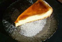Cheesecake with fruit and vanilla cream