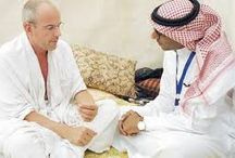 The anti-film producer Messenger (r) leads the pilgrimage ... and the tears did not stop since his arrival in Mecca.