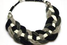 Lana, Feltro / bigiotteria per donna fatta a mano con lana cotta naturale;