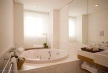 Banheiros e lavabos | Bathrooms and Toilets