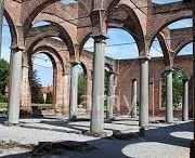 Patrimoine du Hainaut / Quoi de plus paisible qu'une ballade à l'ombre de vieilles bâtisses centenaires sorties du Moyen-âge ? Comme la multitude de châteaux médiévaux que compte le Hainaut.  Quoi de plus excitant que de grimper au sommet d'un des 5 Beffrois du Hainaut classés par l'Unesco !