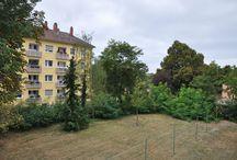 Schnuckelig wohnen in gefragter Lage /  2,5-Zimmer-Etagenwohnung in der Nähe des Städtischen Klinikums Karlsruhe mit ca. 67 m² Wfl., Süd-Balkon, Parkettboden, zusätzlicher Mansarde im Dachgeschoss und Garage.