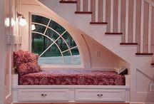 Arquitectura, cama bajo escalera