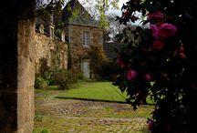En remontant vers les Côtes d'Armor / Si vous prenez la route vers Paimpol, Perros-Guirec, Saint-Brieux, Dinan, les routes de campagne bretonne que vous traversez... http://leclosdumenallen.com