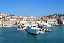 Destination Ancona / Ancona is a city and port of Italy in the Adriatic Sea, a charming capital of the province of Ancona in the Marche region.Today it is a starting point for excursions, as because of its geographic location it serves many destinations in Italy either to the North or to the South. In the area of Ancona you will find the medieval cathedral of San Ciriaco, the preserved Teatro delle Muse of the 19th century as well as the gallery in the Palazzo Bosdari or the Archaeological museum of the city.